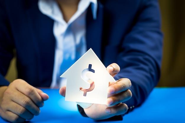Geschäftsleute investieren für die zukunft und gewinne.