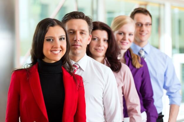 Geschäftsleute oder team im büro