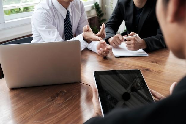 Geschäftsleute teamarbeit brainstorming-meeting.