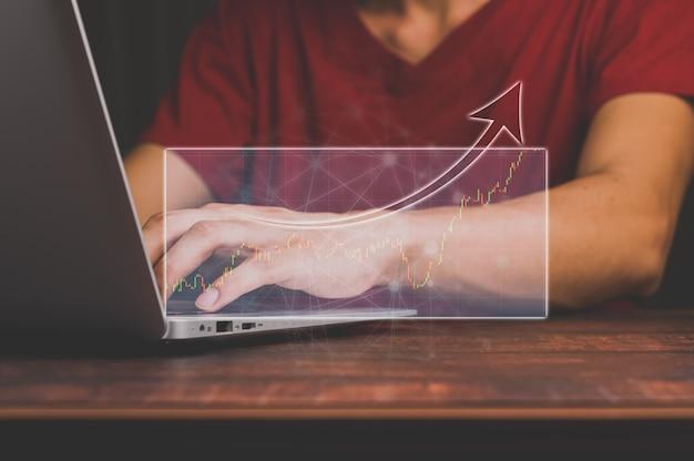 Geschäftsleute trainieren aktien, die ein hologramm zeigen.