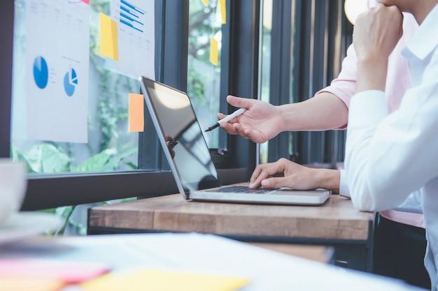 Geschäftsleute treffen design ideen konzept. geschäftliche planung