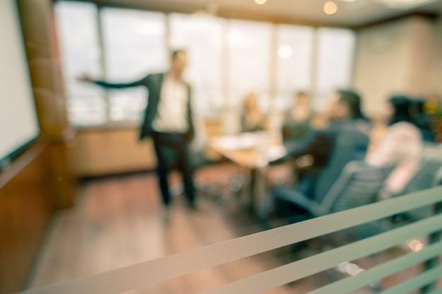 Geschäftsleute treffen kommunikation diskussion arbeiten bürokonzept
