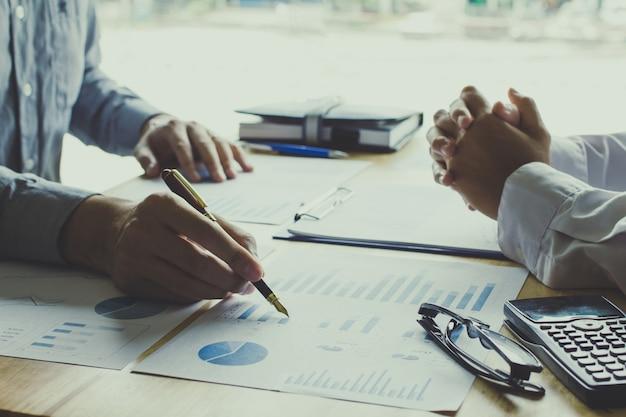 Geschäftsleute treffpunkt zu diskutieren