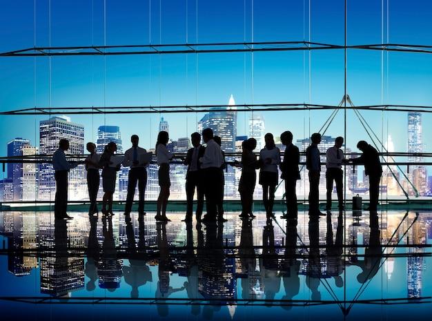 Geschäftsleute unternehmensverbindungs-diskussions-sitzungs-konzept