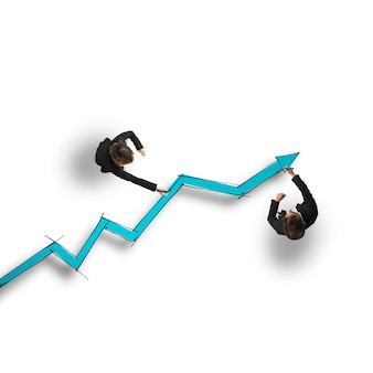 Geschäftsleute zeichnen einen großen statistikpfeil
