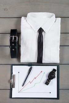 Geschäftsmann, arbeitsausstattung auf grauem holz