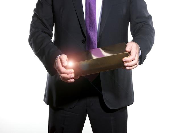 Geschäftsmann, der einkommen zeigt