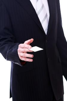 Geschäftsmann, der leere geschäftskarte hält