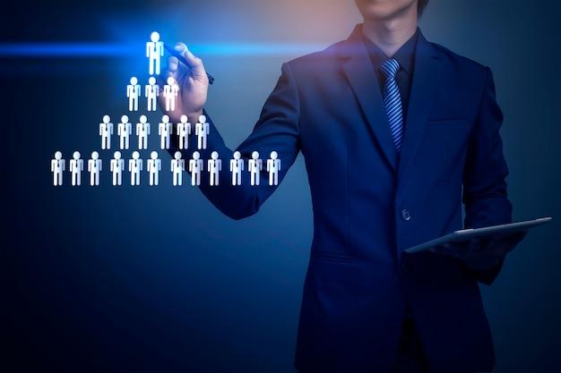 Geschäftsmann, der männliche ikone zeichnet, teambildung