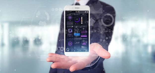 Geschäftsmann, der smartphone mit benutzerschnittstellendaten bezüglich des schirmes hält