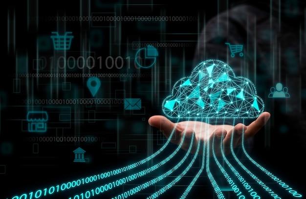 Geschäftsmann, der virtuelles cloud-computing hält, um daten zu übertragen