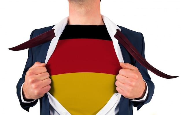 Geschäftsmann eröffnung shirt, deutschland flagge zu enthüllen