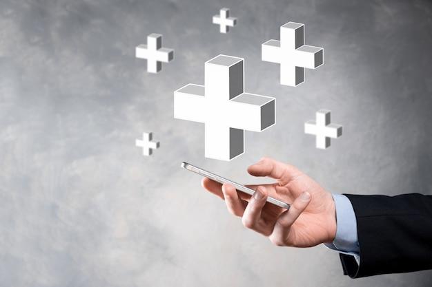 Geschäftsmann halten 3d plus symbol, mann halten in der hand bieten positive dinge wie gewinn, nutzen, entwicklung, csr durch pluszeichen dargestellt