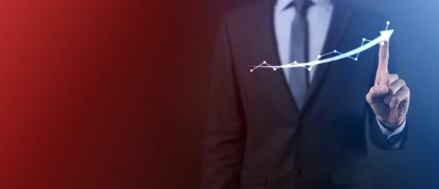 Geschäftsmann halten zeichnung auf wachsendem diagramm des bildschirms, pfeil des positiven wachstums icon.pointing auf kreatives geschäftsdiagramm mit aufwärtspfeilen.finanzen, geschäftswachstumskonzept.