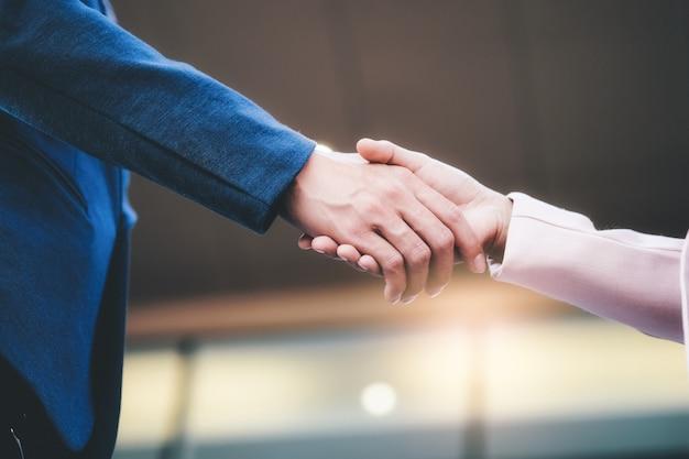 Geschäftsmann handshake.