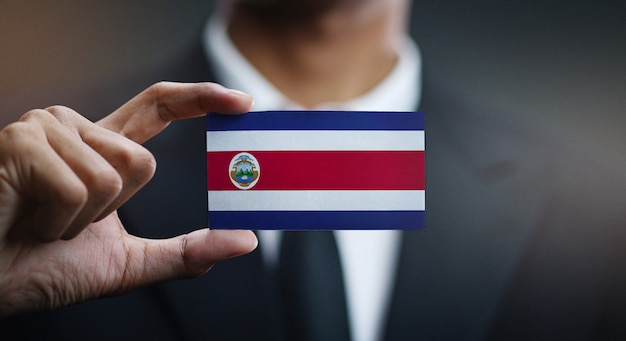 Geschäftsmann holding card von costa rica flagge