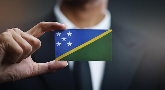 Geschäftsmann holding card von solomon islands
