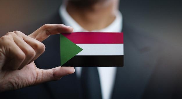 Geschäftsmann holding card von sudan flagge