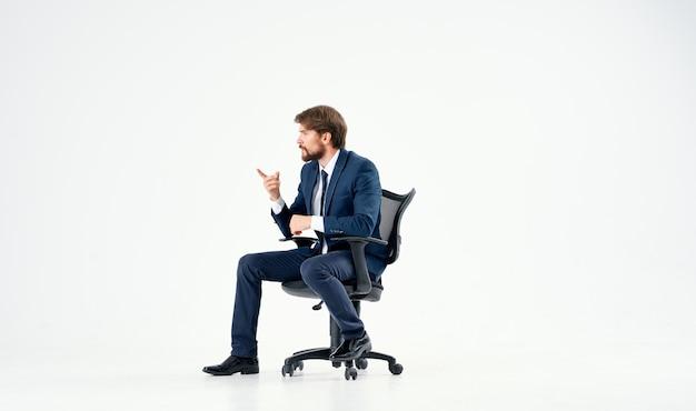 Geschäftsmann im anzug büro job manager executive