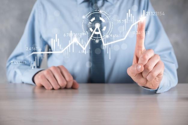 Geschäftsmann in der hand halten bankgeschäftsfinanzdiagramm und investieren in börseninvestitionspunkt, wirtschaftswachstum und investorenkonzept. virtuelles börsendiagramm analysieren, mithilfe von technologie analysieren use