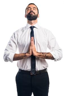 Geschäftsmann in zen-position
