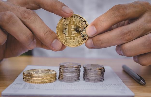 Geschäftsmann investment trade bitmünzen börsenkonzept