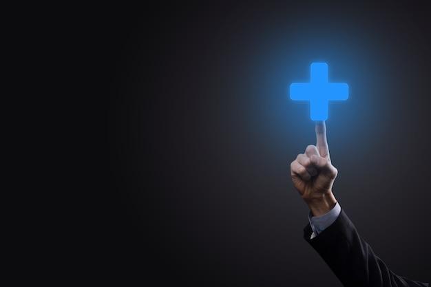 Geschäftsmann, mann in der hand halten bieten positive dinge wie gewinn