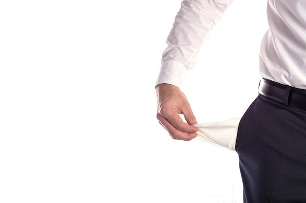 Geschäftsmann mit leeren taschen, die hände des mannes halten leere taschen der hose