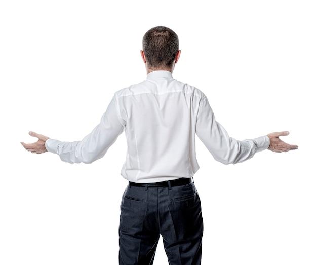 Geschäftsmann mit verschränkten armen lokalisiert auf weiß