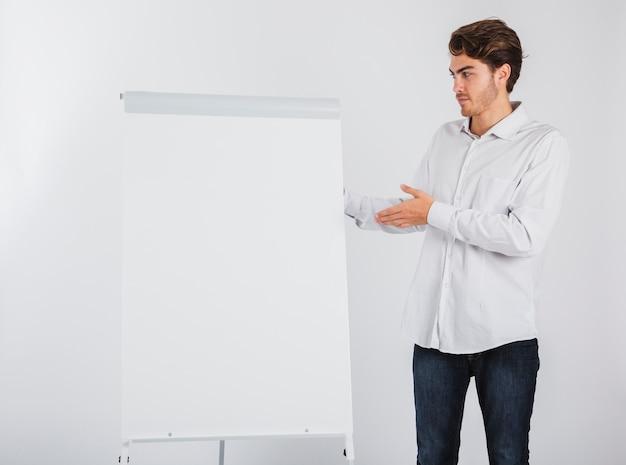 Geschäftsmann mit whiteboard