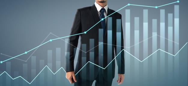Geschäftsmann plant grafikwachstum und anstieg der positiven indikatoren des diagramms