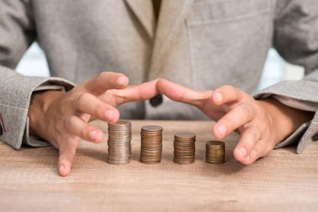 Geschäftsmann schützt geld