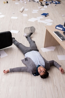 Geschäftsmann tot auf der büroetage