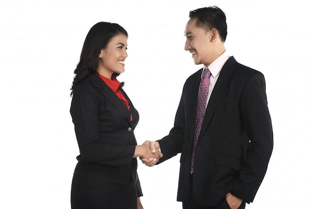 Geschäftsmann und frau rütteln hand