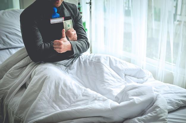 Geschäftsmann und lebensversicherung gönnen sie sich den tag, an dem er krank ist. und umsorgt werden. gut,