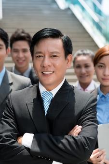 Geschäftsmann und sein team