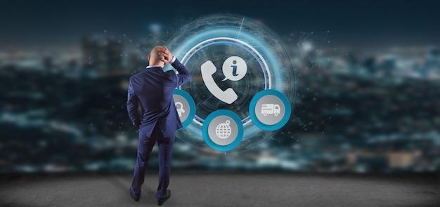 Geschäftsmann vor einer wiedergabe des kunden- und unterstützungshotlineservices 3d
