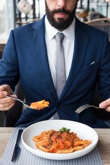 Geschäftsmann zu essen