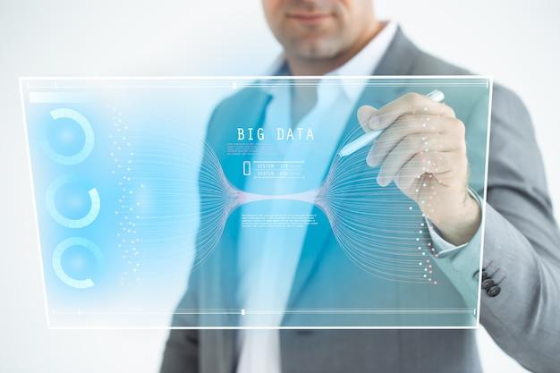 Geschäftsmannanalyse auf digitalem schirm, technologischer digitaler futuristischer virtueller schnittstelle, geschäftsstrategie und großen daten.