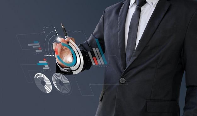 Geschäftsmannanalytikinformationen finanziell auf digitalem schirm