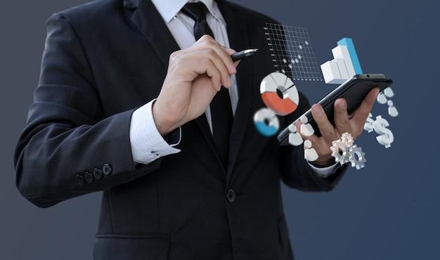 Geschäftsmannanalytikinformationen finanziell auf smartphone