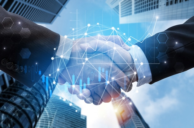 Geschäftsmannhändedruck mit linkverbindung des globalen netzwerks