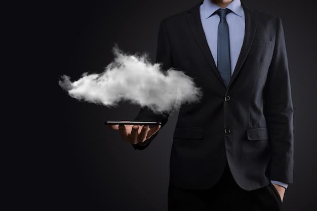 Geschäftsmannmannhand, die wolke hält. cloud computing-konzept, nahaufnahme des jungen geschäftsmannes mit wolke über seiner hand. das konzept des cloud-dienstes.