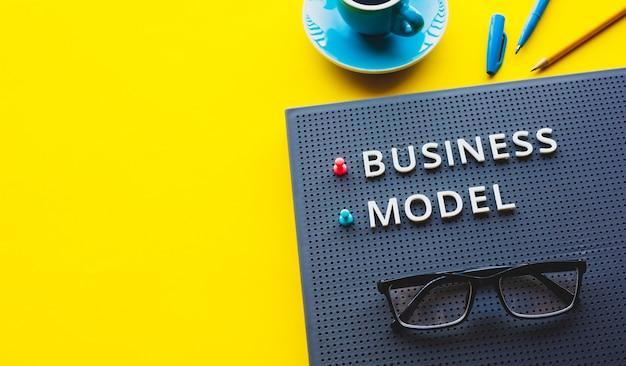 Geschäftsmodell und organisations- oder managementkonzepte.