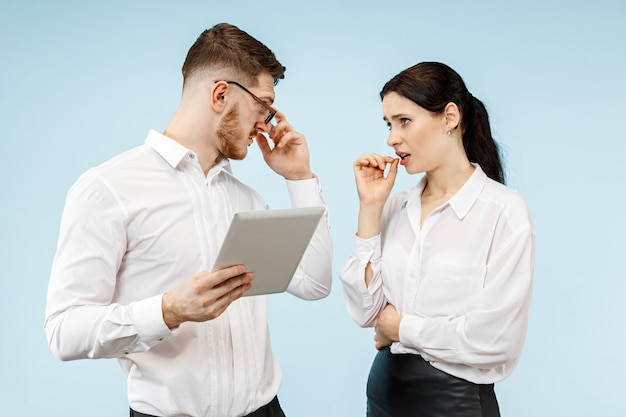Geschäftspartner unterhalten sich