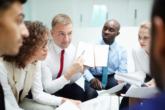 Geschäftsplan erläutern