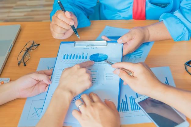 Geschäftsteam-arbeitssitzung brainstorming-konzept