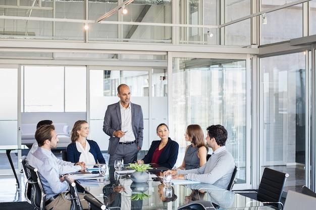 Geschäftsteam in einer besprechung