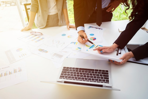Geschäftstreffen und teamwork-konzept. brainstorming.