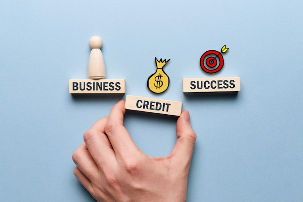 Geschäftsunterstützung mit kreditgeld als bankkonzept.